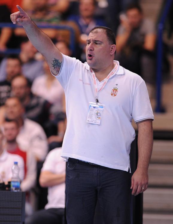 Selektor Savić vodi