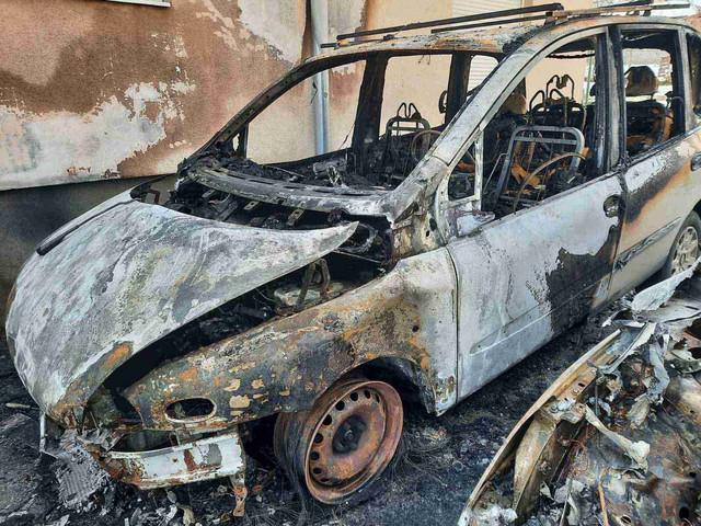 kragujevac zapaljeni automobili 4 foto RAS Nebojsa Raus