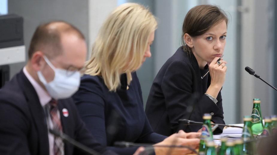 Zuzanna Rudzińska-Bluszcz na posiedzeniu komisji