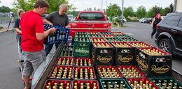 Mieszkańcy małego miasteczka wykupili ze sklepów całe piwo. W słusznej sprawie!
