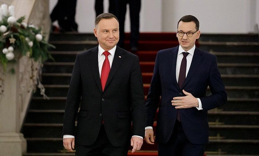Jak Polacy oceniają działalność najważniejszych polskich polityków? Jeden z nich zyskuje, a drugi traci.