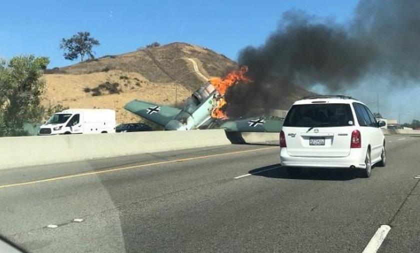 Samolot z czasów II wojny światowej rozbił się na autostradzie