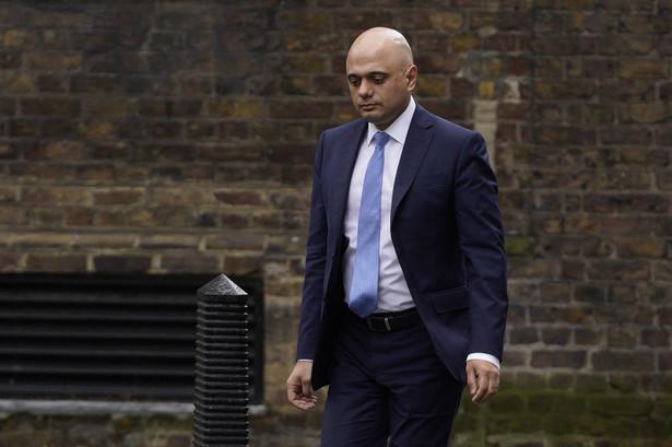 Niespodziewana rezygnacja ministra finansów Sajida Javida jest tematem piątkowych komentarzy redakcyjnych we wszystkich głównych brytyjskich gazetach.