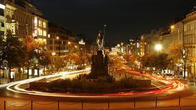 Pomnik św. Wacława w Pradze otoczony łańcuchem