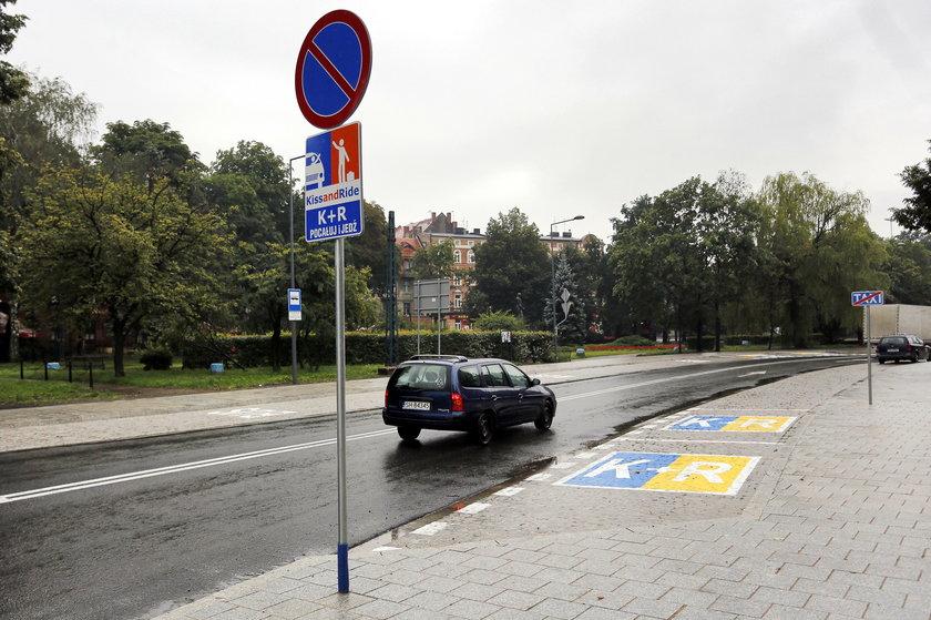 Chorzów. Budowa centrum przesiadkowego i znak Kiss§Ride przy ul. Kościuszki