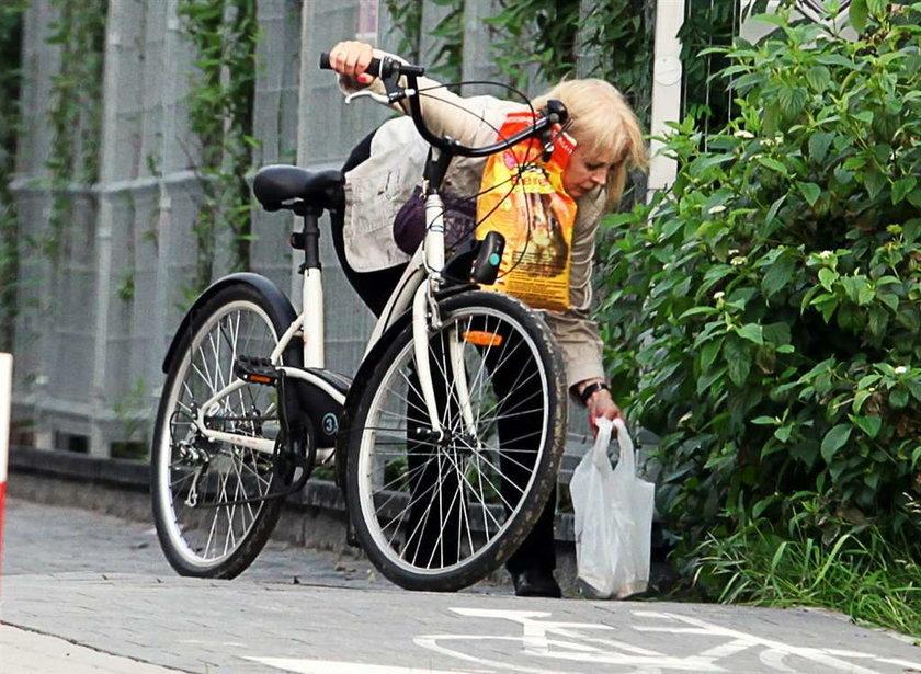 """Gwiazda """"Klanu"""" bez makijażu? Wyciska siódme poty na rowerze"""