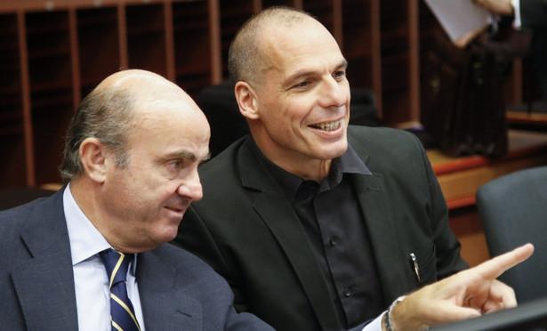 Negocjacje z eurogrupą. Grecki minister finansów Yanis Varoufakis (po prawej)