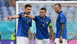 (L to R): Italy's Jorginho, Marco Verratti and Federico Bernardeschi plot victory against Wales Creator: ANDREAS SOLARO