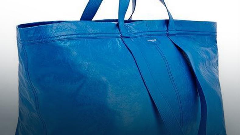 Torbba Balenciaga wygląda bardzo podobnie to torby Frakta IKEA