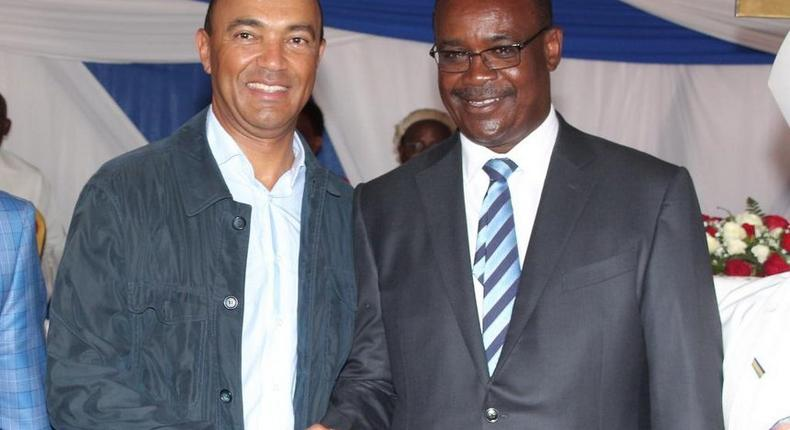 Nairobi gubernatorial aspirant Peter Kenneth (left) and Governor Evans Kidero during the Anglican Church of Kenya Diocese of Nairobi thanksgiving mass in Ruai on Sunday January 29, 2017.