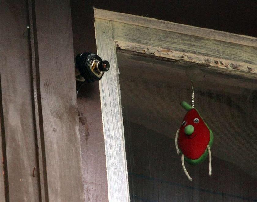 Sąsiad mnie szpieguje