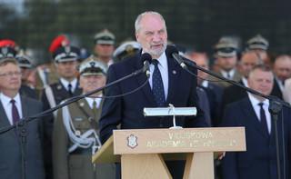 Macierewicz wręczył odznaczenia resortowe oraz awanse na wyższe stopnie oficerskie