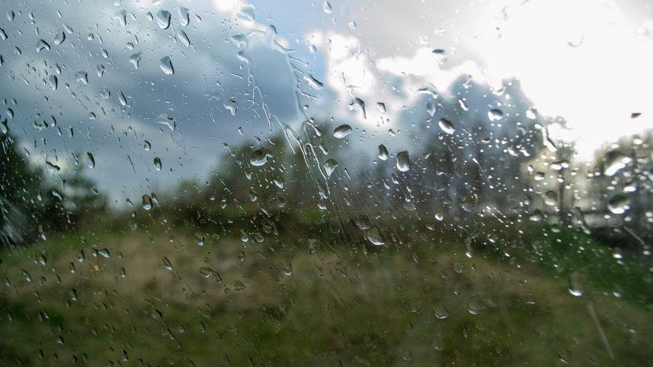 Prognoza pogody na niedzielę 18 kwietnia. Deszcz i miejscowe przejaśnienia