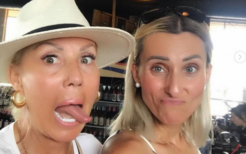 Brena napustila Srbiju: Evo kako uživa sa sestrom, njih dve neverovatno liče! FOTO