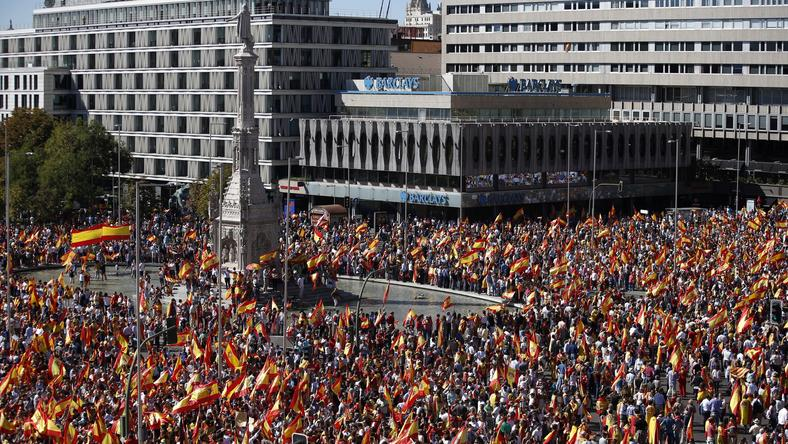 Największa manifestacja odbyła się w sobotnie popołudnie na Plaza de Colon, w centrum Madrytu