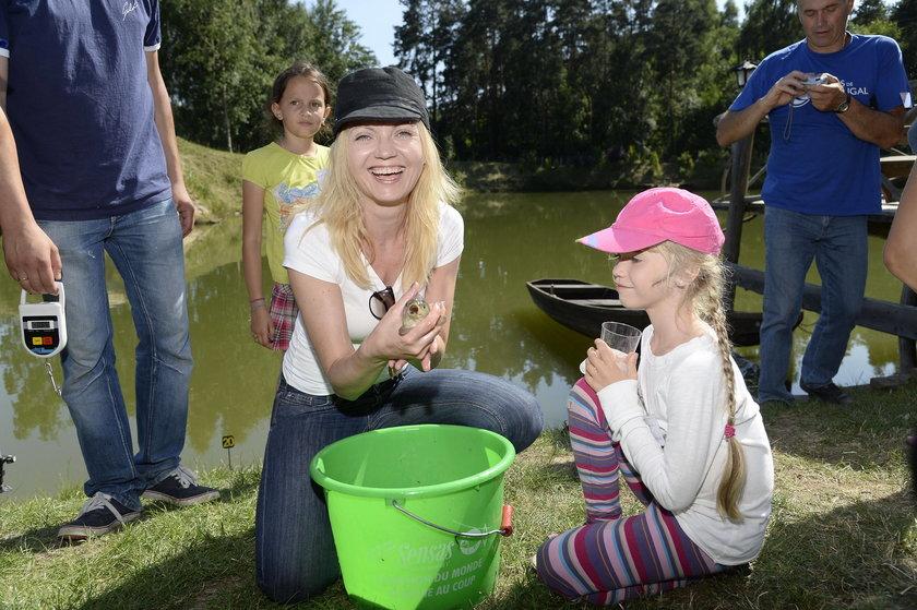Olga Borys z córką na zawodach w łowieniu ryb