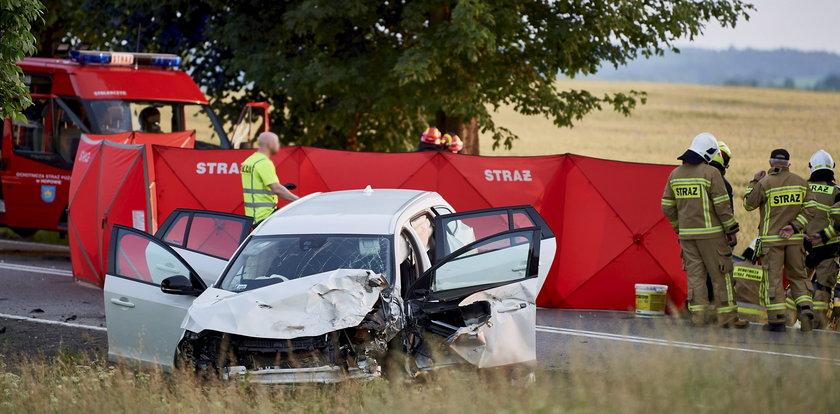 Zasnął za kierownicą i zabił trzy osoby. Zdjęcia z wypadku przerażają