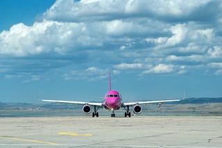 Samolot Wizz Air lecący z Burgas do Warszawy zawrócony z przyczyn technicznych