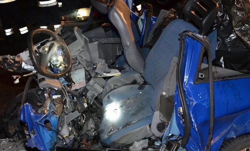 zderzenie czołowe ciężarówki z seicento pod Zawierciem