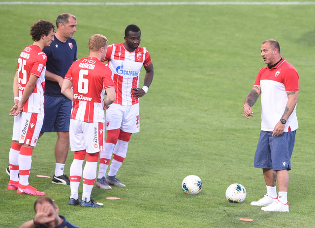 Dejan Stanković u razgovoru sa Erakovićem, Pankovim, Sanogom i Milijašem