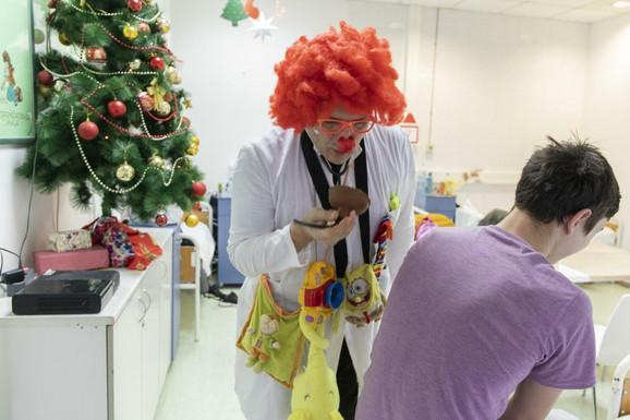 Dr Guza i improvizovani stetoskop