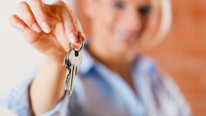 """""""Zdecydowaną większość mieszkań można sprzedać naprawdę korzystnie. Powodzenie transakcji zależy od samych sprzedających. Wszyscy chcą sprzedać mieszkanie jak najdrożej, ale bardzo wielu robi wszystko, by do transakcji nie doszło"""" - mówi """"Rzeczpospolitej"""" Paweł Grabowski z agencji Ober-Haus"""