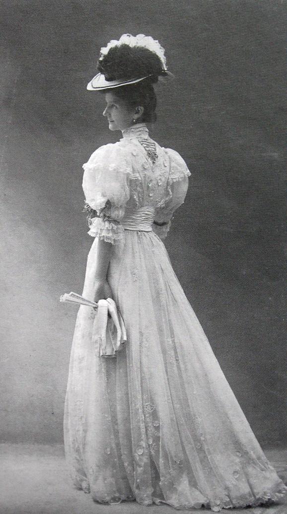 U ovoj haljini se Darinka Jovanović 1900. pojavila na jednom od čuvenih balova kraljice Natalije
