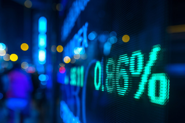 Spółki giełdowe muszą też systematycznie przekazywać raporty kwartalne, półroczne i roczne.