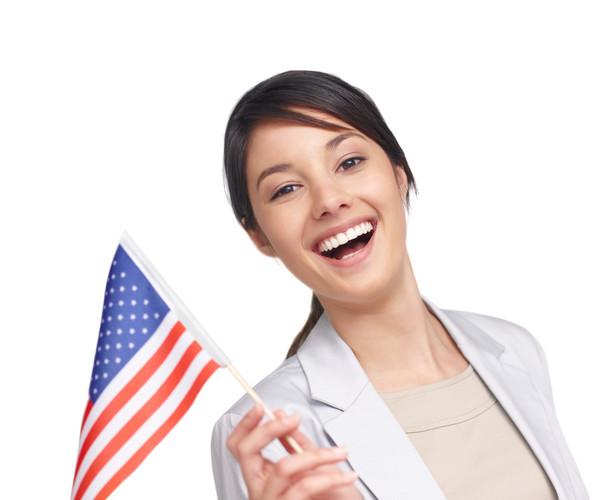 W Kongresie co jakiś czas ponawiane są inicjatywy ustawodawcze otwierające dyskusję na temat zniesienia wiz i możliwości pracy Polaków w USA