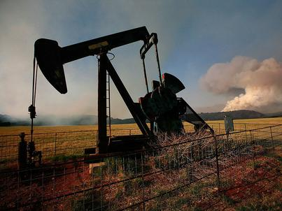 Zapasy ropy naftowej spadły w ostatnim tygodniu, jednak jej produkcja w USA jest najwyższa od lipca 2015 roku