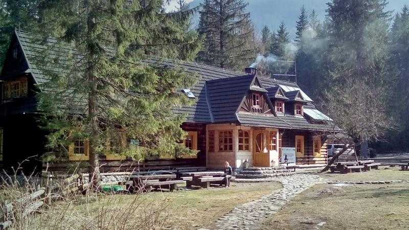 Schronisko PTTK w Dolinie Roztoki