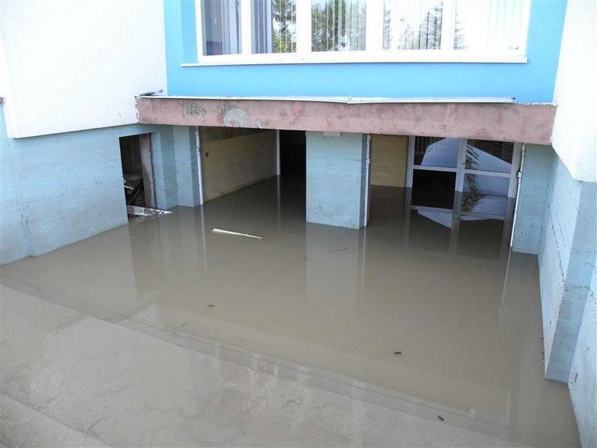 Kałamaga pomaga zalanej szkole