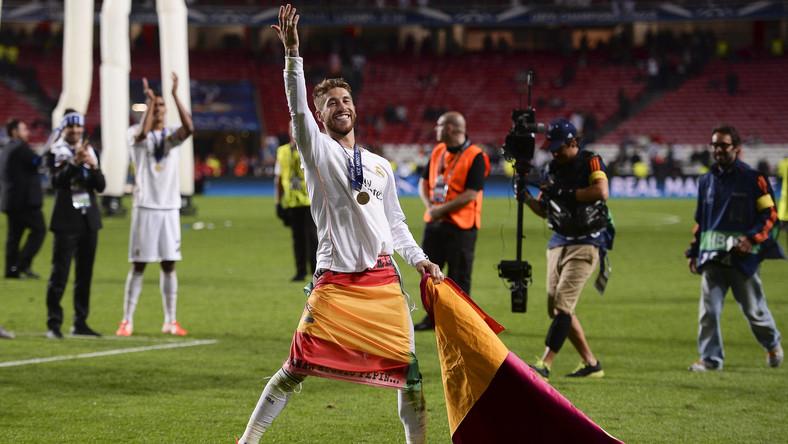 Atletico prowadziło dzięki trafieniu Diego Godina w 35. minucie, błąd popełnił przy tym golu bramkarz Realu - Iker Casillas wybiegł do piłki i po strzale Godina nie zdążył jej wygarnąć przed linię bramkową.
