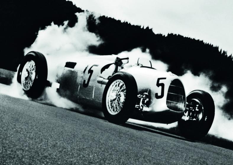 Bernd Rosemeyer w czasie Grand Prix w Donington, 1937 r.