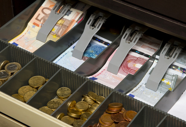 Do limitu pogotowia kasowego nie wlicza się gotówki podjętej z banku do kasy na sfinansowanie rodzajowo określonych wydatków.