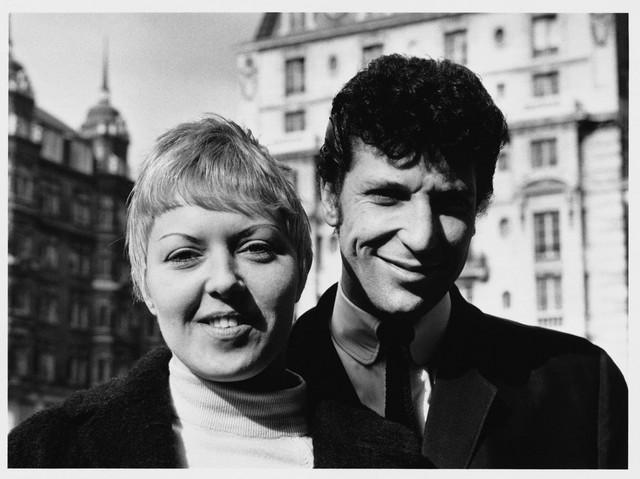 Tom Džons i njegova supruga Linda ubrzo nakon venčanja