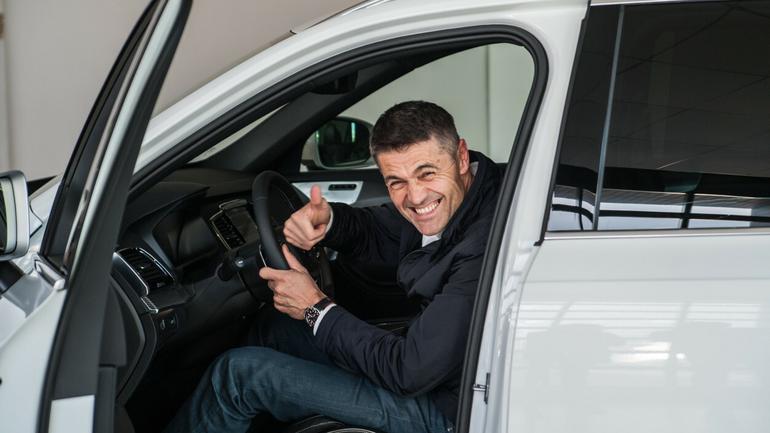 Krzysztof Hołowczyc odebrał kluczyki do Volvo XC90