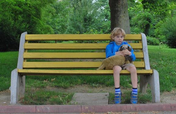 Dete se osamilo i povuklo u sebe