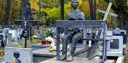Niszczeje grób Tadeusza Kantora