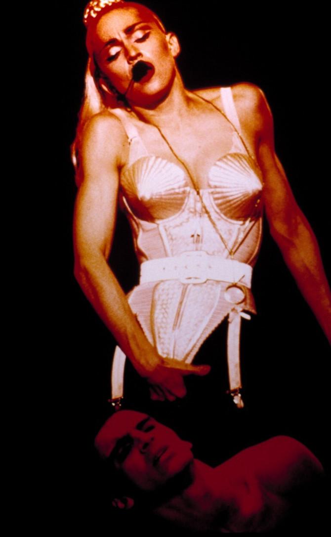 Madona u čuvenom korsetu kreiranom za nju 1991.