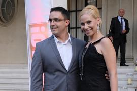 Voditeljka RTS-a proslavila godišnjicu braka pa OTRKILA sve o prelepim, ali i TEŠKIM SITUACIJAMA SA SUPRUGOM