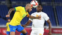 Dani Alves' Brazil were held to a 0-0 draw by the Ivory Coast in the Olympic football Creator: Yoshikazu TSUNO