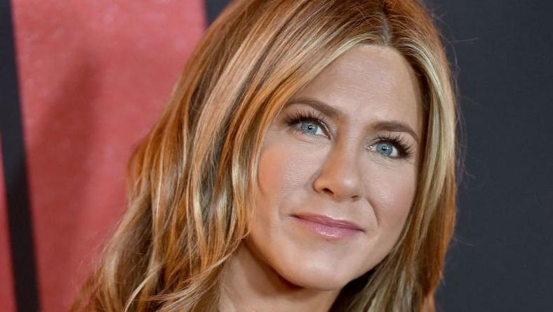 How Jennifer Aniston Looks THAT Good At 50