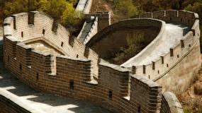 Chińczycy wylali beton na... Wielki Mur Chiński