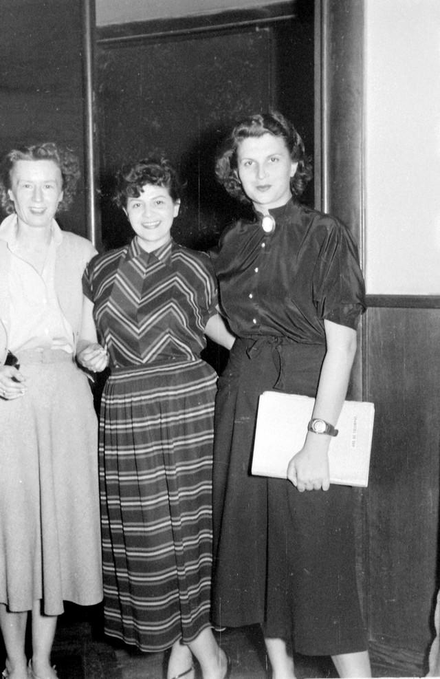 Vera Šegan, Mira Stupica i Mira Trailović -  snimanje drame u Radio Beogradu 1950.