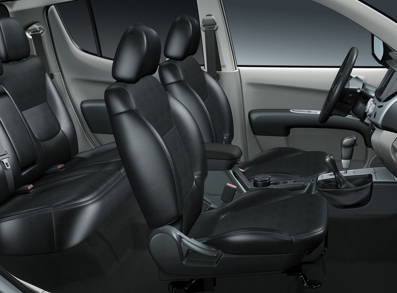 System napędu 4x4 Super Select 4WD oferowany w Mitsubishi L200 daje możliwość jazdy w trybie stałego napędu na 4 koła przy dowolnej prędkości, na dowolnej nawierzchni