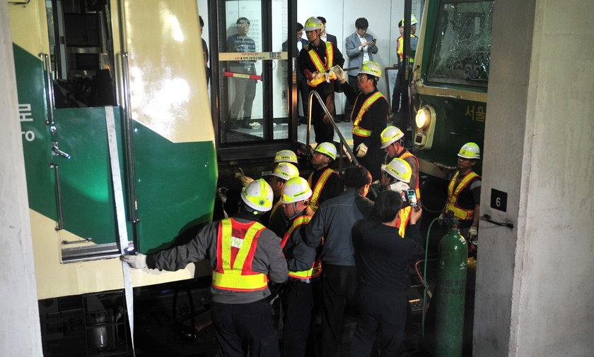 Zderzenie wagonów metra w Seulu