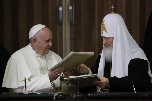 Papież Franciszek i patriarcha moskiewski Cyryl podczas spotkania w Hawanie.