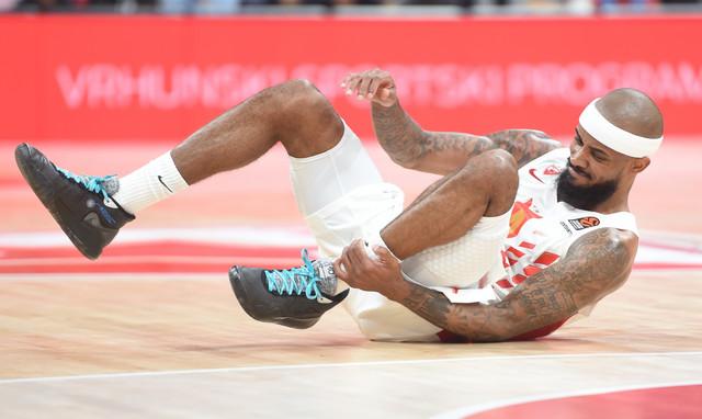Lorenzo Braun se hvata za povređeni skočni zglob na meču Crvena zvezda - Baskonija