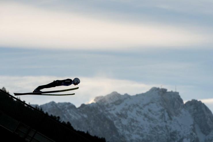 Ski skokovi, Simon Aman